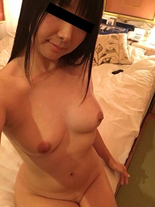 美乳な黒髪美少女の自分撮りヌード画像 3