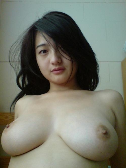 巨乳なマレーシアの素人美女のプライベートヌード画像 4