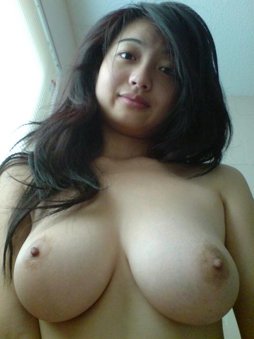 巨乳なマレーシアの素人美女のプライベートヌード画像 5