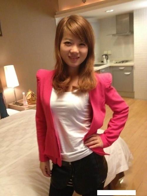 中国素人美女の流出ヌード画像 1