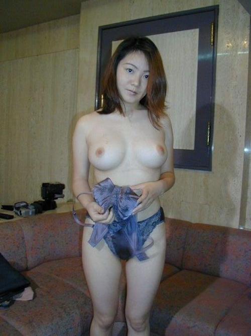 美巨乳な日本の美人妻を撮影したヌード画像 4