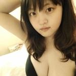 巨乳なアジアン美少女の自分撮りヌード画像