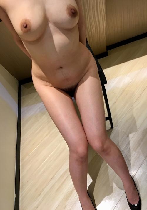 巨乳&美脚な美女のヌード画像 3
