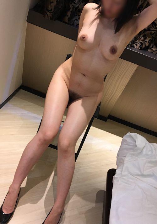 巨乳&美脚な美女のヌード画像 4