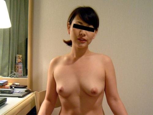 素人美女がホテルでコスプレしながら撮影したヌード画像 6