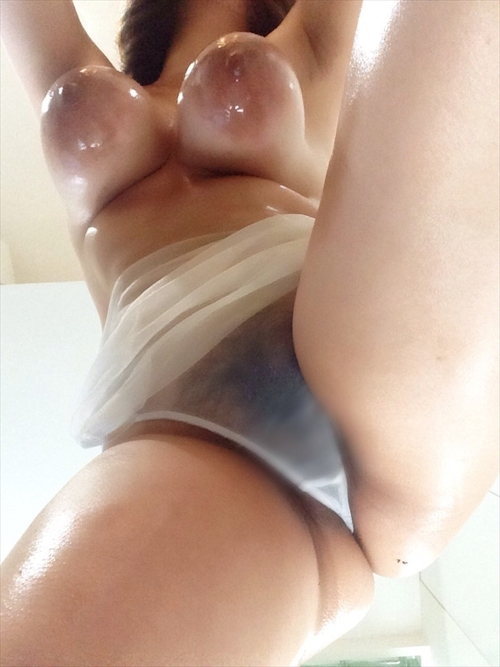 どエロい巨乳おっぱいの素人美女の自分撮りヌード画像 4