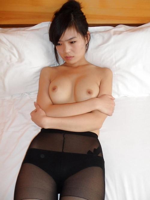 中国のガールフレンドをホテルで撮影したヌード画像 11