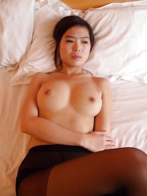 中国のガールフレンドをホテルで撮影したヌード画像 12