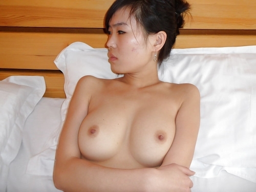 中国のガールフレンドをホテルで撮影したヌード画像 14