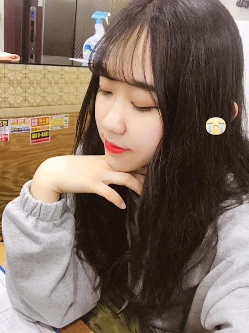 美乳&黒髪な韓国の素人美少女の自分撮りヌード画像 1