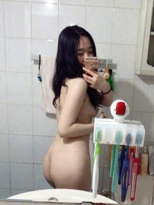美乳&黒髪な韓国の素人美少女の自分撮りヌード画像 2