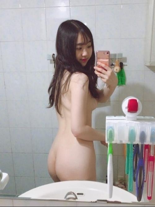 美乳&黒髪な韓国の素人美少女の自分撮りヌード画像 3