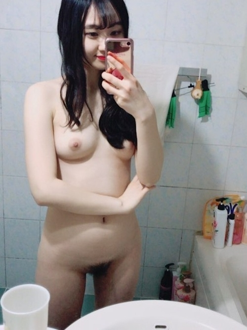 美乳&黒髪な韓国の素人美少女の自分撮りヌード画像 5