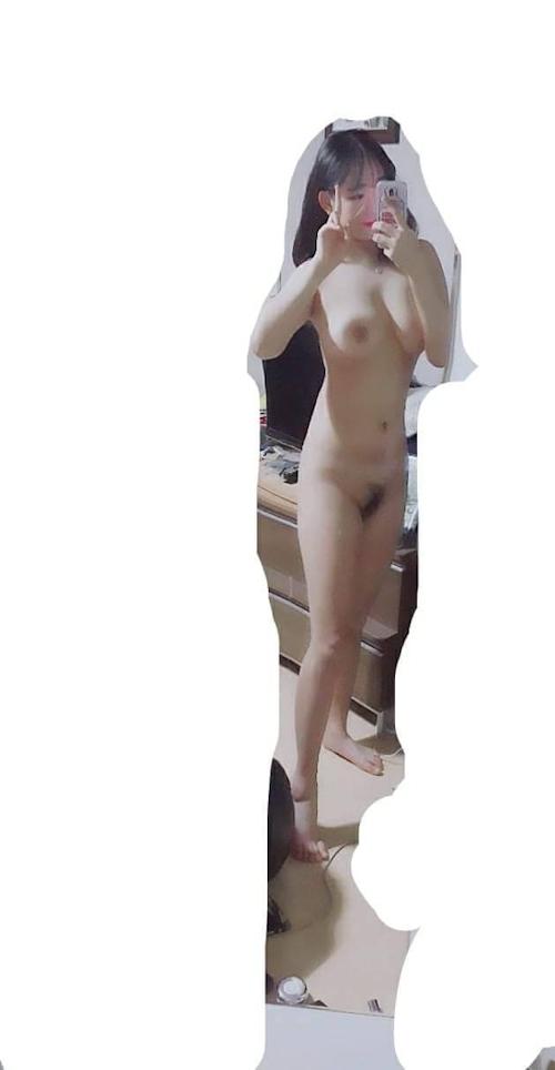 巨乳な韓国素人美少女の自分撮りヌード画像 8