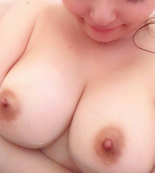 美巨乳な素人美女の自分撮りおっぱい画像 5