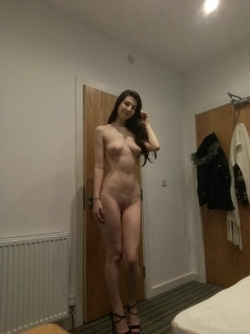 スレンダーなモデル体系の西洋素人美女が自分撮りしたヌード画像が流出 2