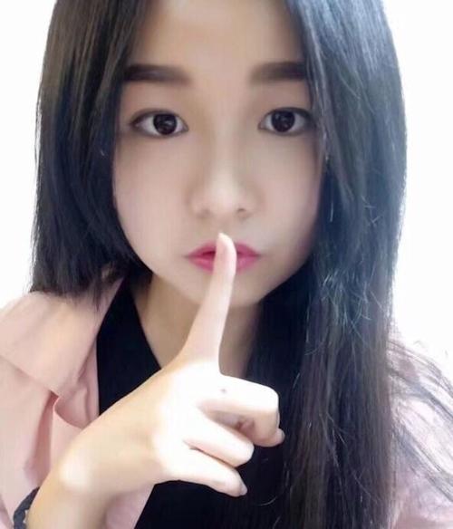 中国の18歳の美少女女子大生の流出ヌード画像 1