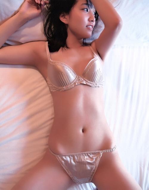 AKB48 加藤玲奈 ランジェリー&手ブラセミヌード画像 4