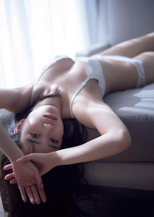 AKB48 加藤玲奈 ランジェリー&手ブラセミヌード画像 12