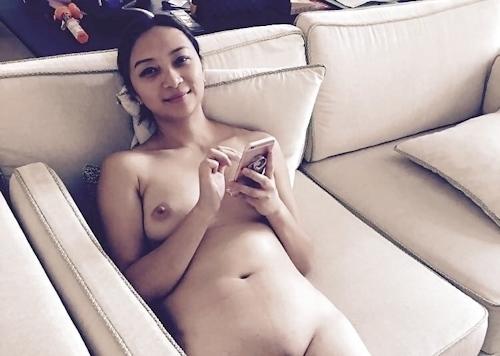ガールフレンドの美人女子大生のヌード画像 9