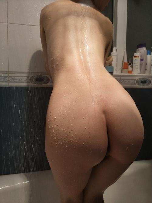 美乳な中国の素人人妻の入浴ヌード画像 1