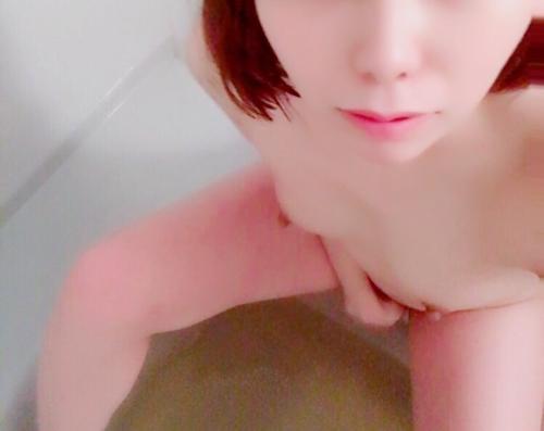 美微乳な素人美少女が自分撮りして裏垢にアップしたヌード画像  9