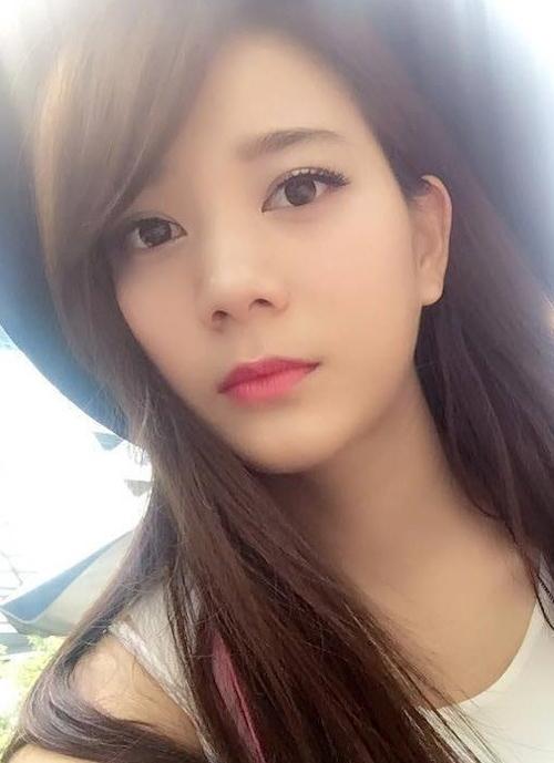 美巨乳な極上アジアン美女の自分撮りヌード画像 1