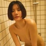 ボブカットの美乳なアジアン美女のシャワーヌード画像