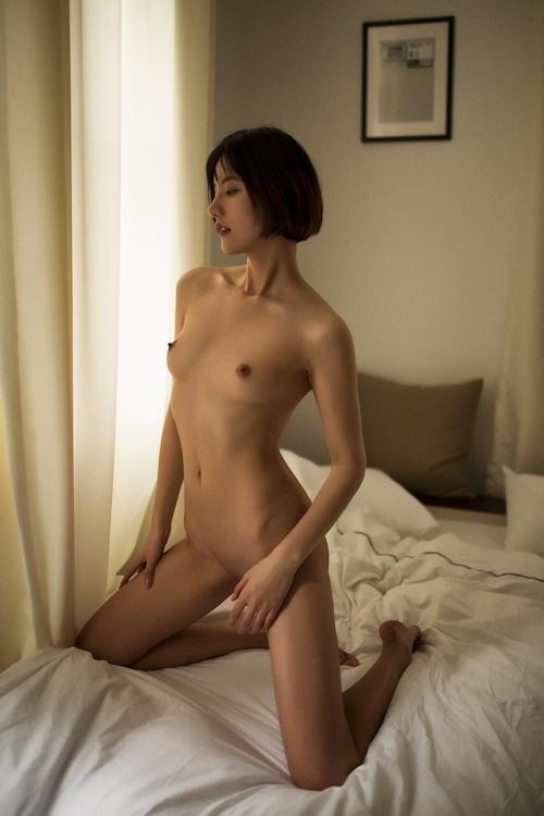 ボブカットの美乳なアジアン美女のシャワーヌード画像 1