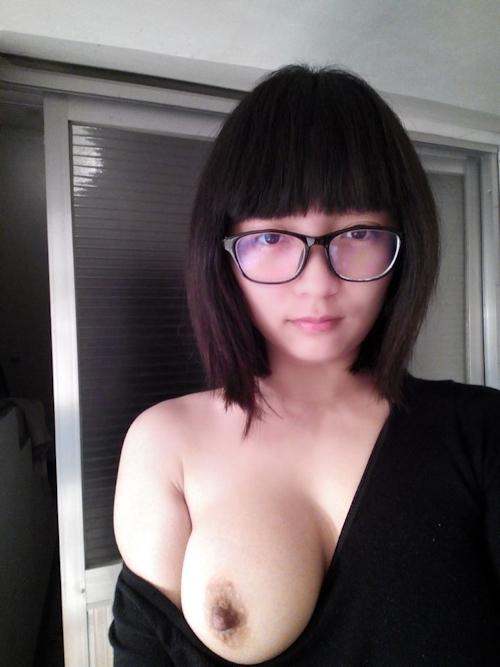 巨乳なガールフレンドの素人美女を撮影したヌード画像 4