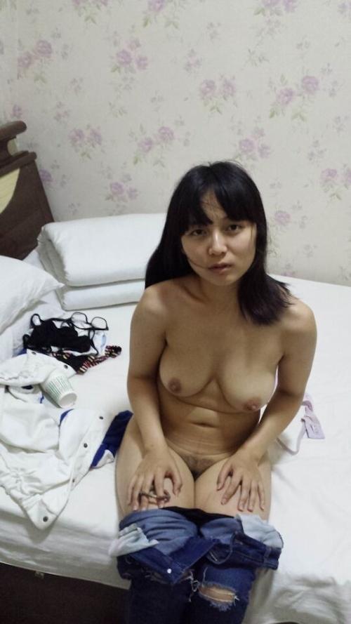 巨乳なガールフレンドの素人美女を撮影したヌード画像 6