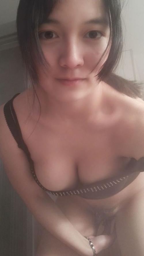 巨乳なガールフレンドの素人美女を撮影したヌード画像 9