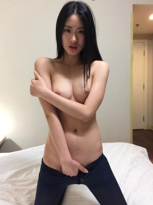 黒髪ストレートヘアーの美乳な中国美女モデル 雨沫(Yumo)を個人撮影したヌード画像 5