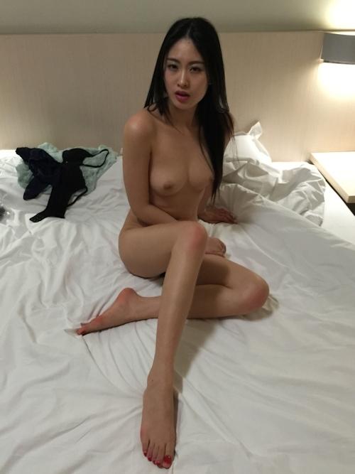 黒髪ストレートヘアーの美乳な中国美女モデル 雨沫(Yumo)を個人撮影したヌード画像 6