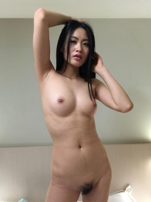 黒髪ストレートヘアーの美乳な中国美女モデル 雨沫(Yumo)を個人撮影したヌード画像 7