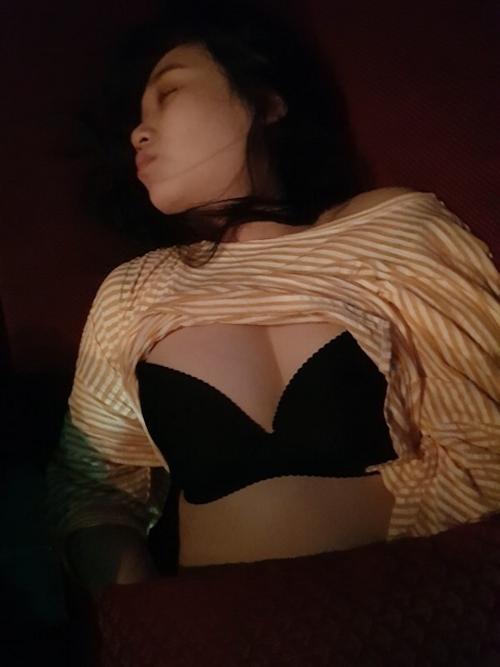 韓国の22歳素人美女が熟睡ヌード画像 3