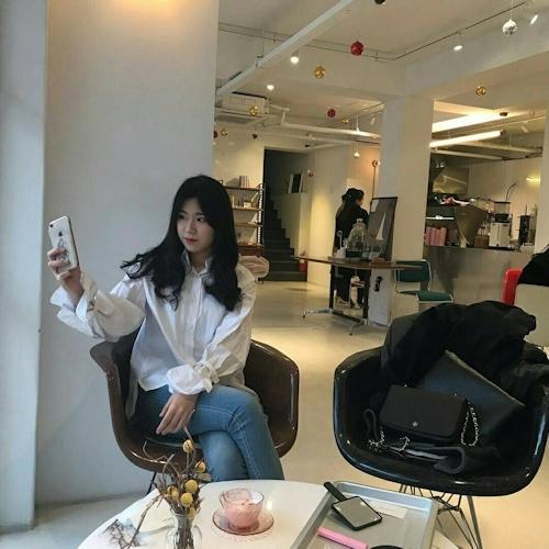 韓国の20歳美人女子大生の自分撮りヌード画像 1