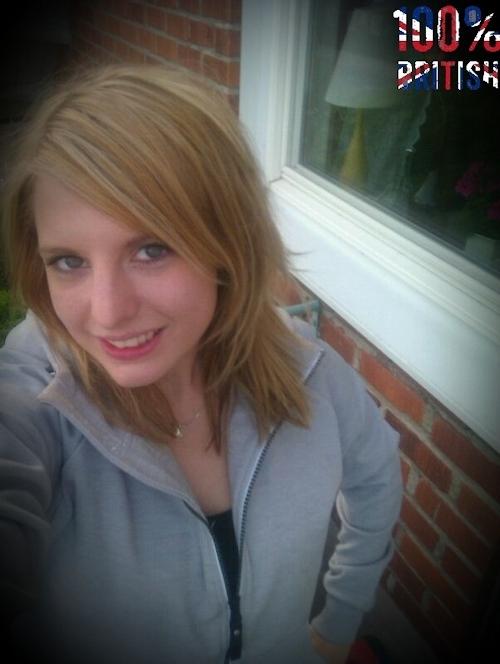 イギリスの金髪巨乳美少女の自分撮りヌード画像 1