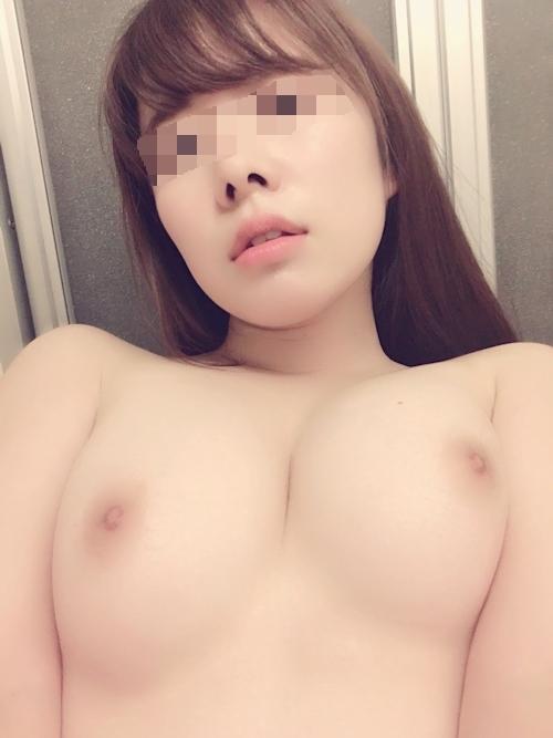 美乳な素人美女の自分撮りおっぱい画像 7