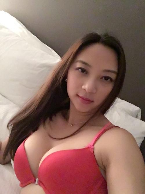 美乳なアジアン美人若妻のヌード画像 1