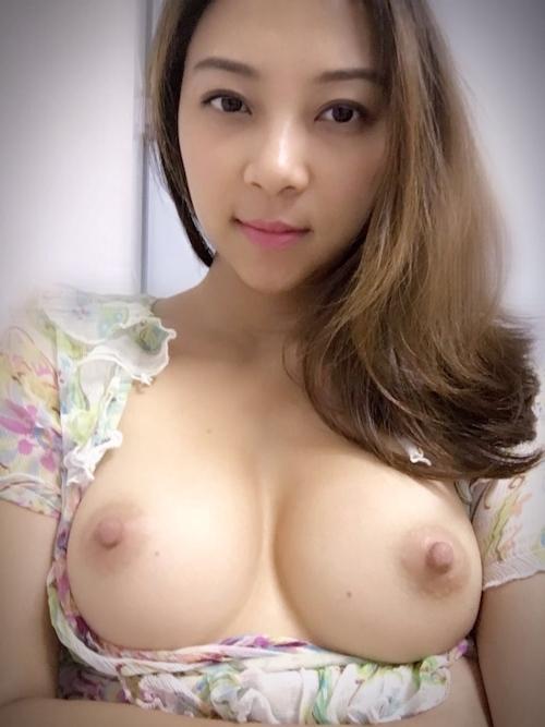 美乳なアジアン美人若妻のヌード画像 13