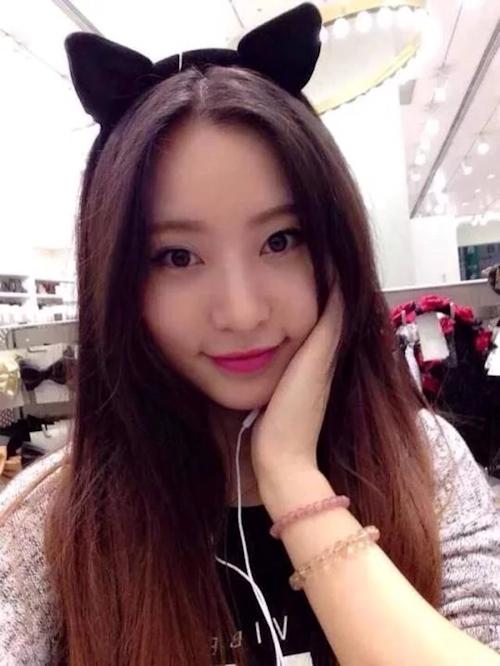 美乳な中国の美人女子大生のヌード&フェラ流出画像 1