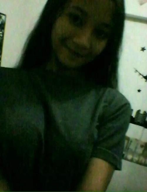エロいおっぱいをしたインドネシアの巨乳美少女の自分撮りヌード画像 2
