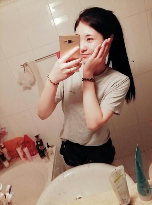 微乳な韓国素人美女の自分撮りヌード画像 2