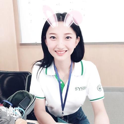 中国の美人キャスターの自分撮りヌード画像が流出 1