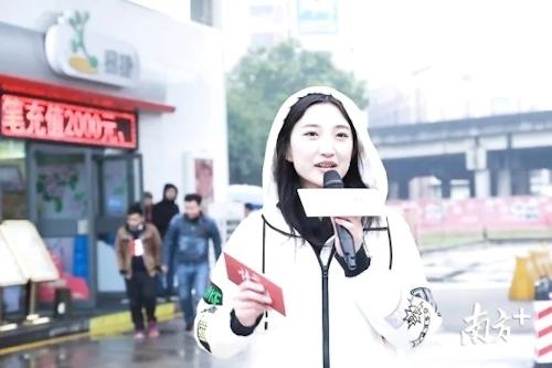 中国の美人キャスターの自分撮りヌード画像が流出 3