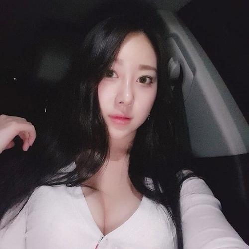 22歳の韓国素人美女のセクシーバックショット画像 1