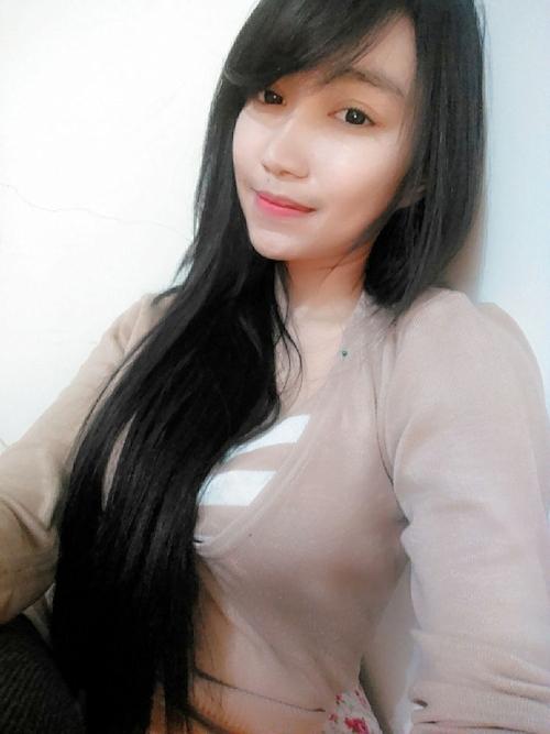 黒髪の清楚な東南アジア美少女が脱いだら巨乳輪どエロおっぱいだった自分撮りヌード画像 5