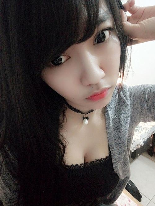 黒髪の清楚な東南アジア美少女が脱いだら巨乳輪どエロおっぱいだった自分撮りヌード画像 6