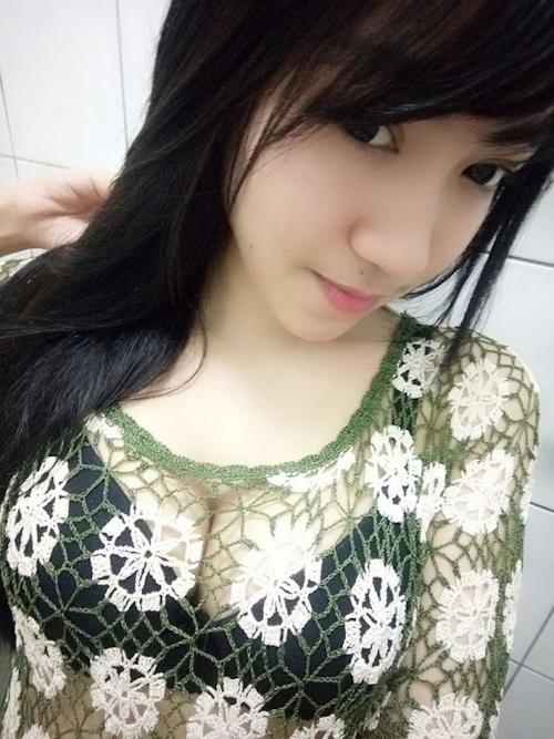 黒髪の清楚な東南アジア美少女が脱いだら巨乳輪どエロおっぱいだった自分撮りヌード画像 8